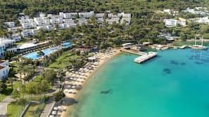 Plage privée, navette gratuite vers la plage, cabines (en supplément)