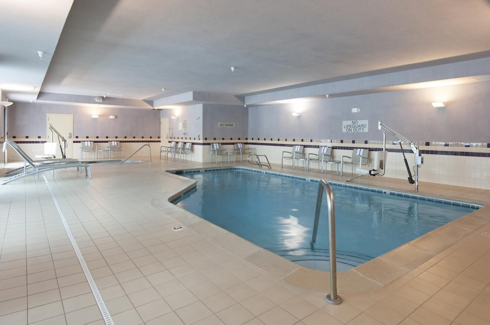 Pool, SpringHill Suites Grand Rapids Airport Southeast