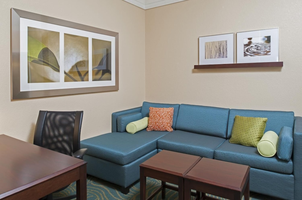 Living Room, SpringHill Suites Grand Rapids Airport Southeast