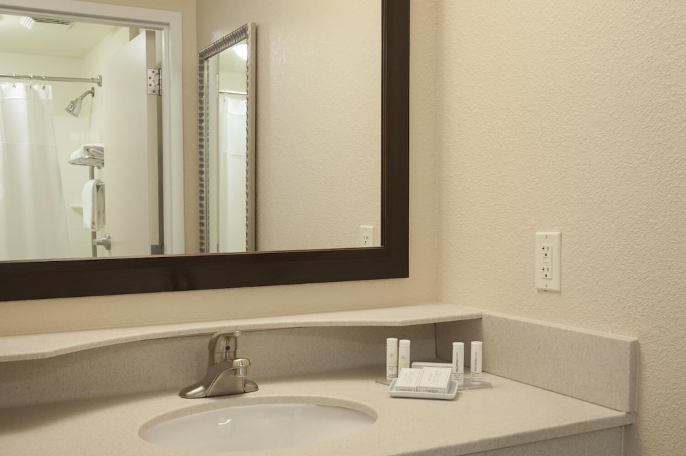 Bathroom, SpringHill Suites Grand Rapids Airport Southeast