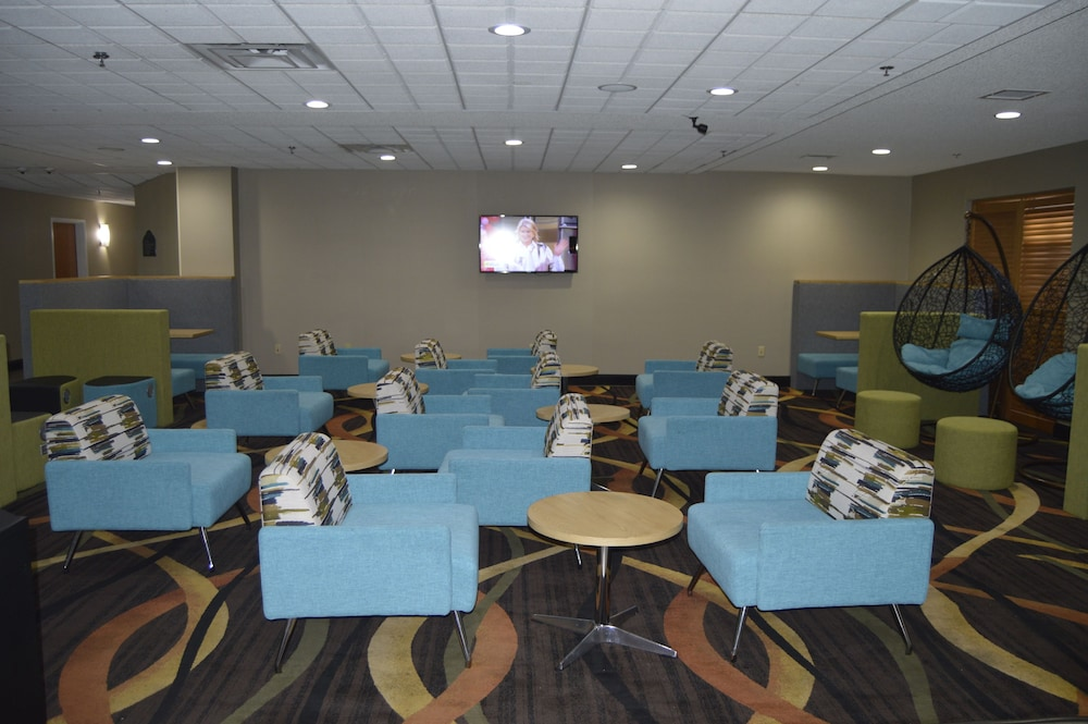 Lobby Lounge, Wingate by Wyndham Warner Robins