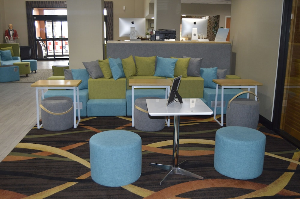 Lobby Sitting Area, Wingate by Wyndham Warner Robins