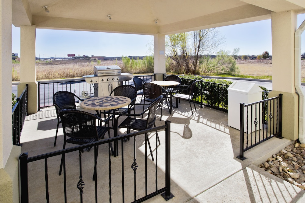 BBQ/Picnic Area, Candlewood Suites Killeen - Fort Hood Area, an IHG Hotel