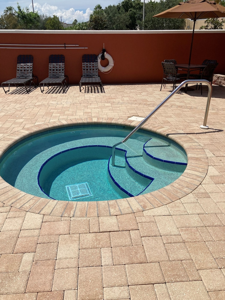 Outdoor Pool, Hilton Garden Inn Tampa Northwest/Oldsmar