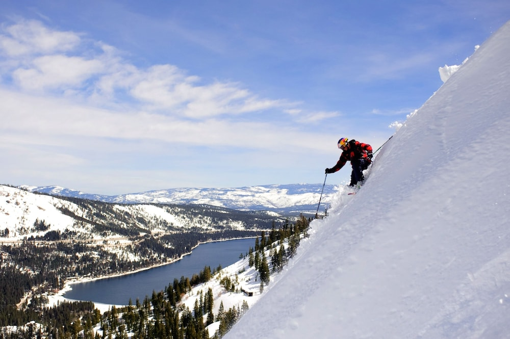 Snow and Ski Sports, Donner Lake Village