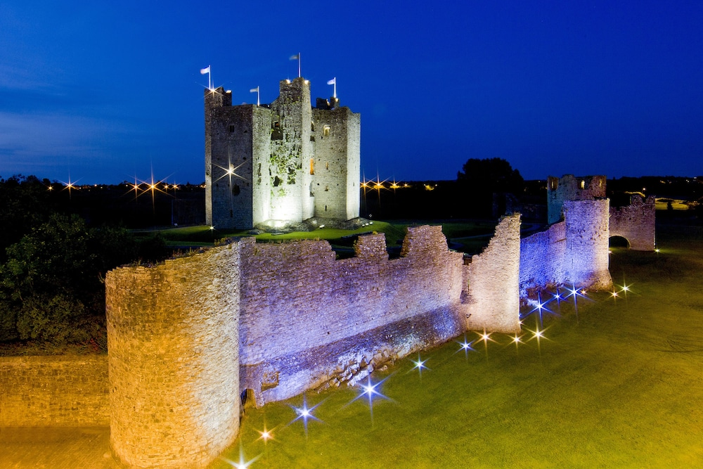 Front of Property - Evening/Night, Trim Castle Hotel