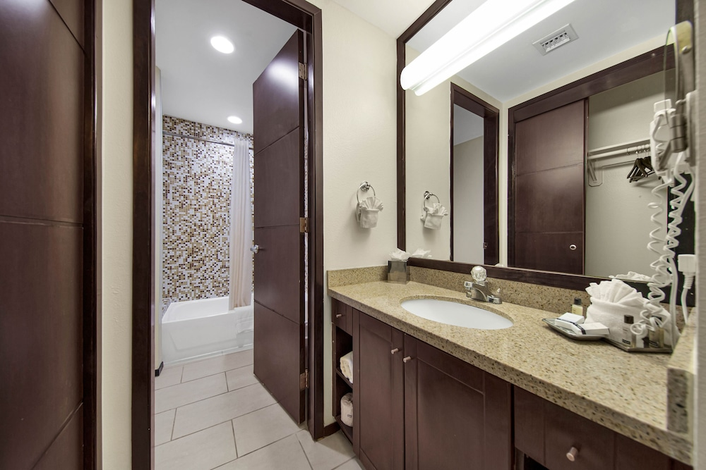 Bathroom, Peninsula Island Resort & Spa
