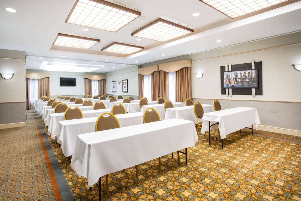 Meeting Facility, La Quinta Inn & Suites by Wyndham Islip - MacArthur Airport