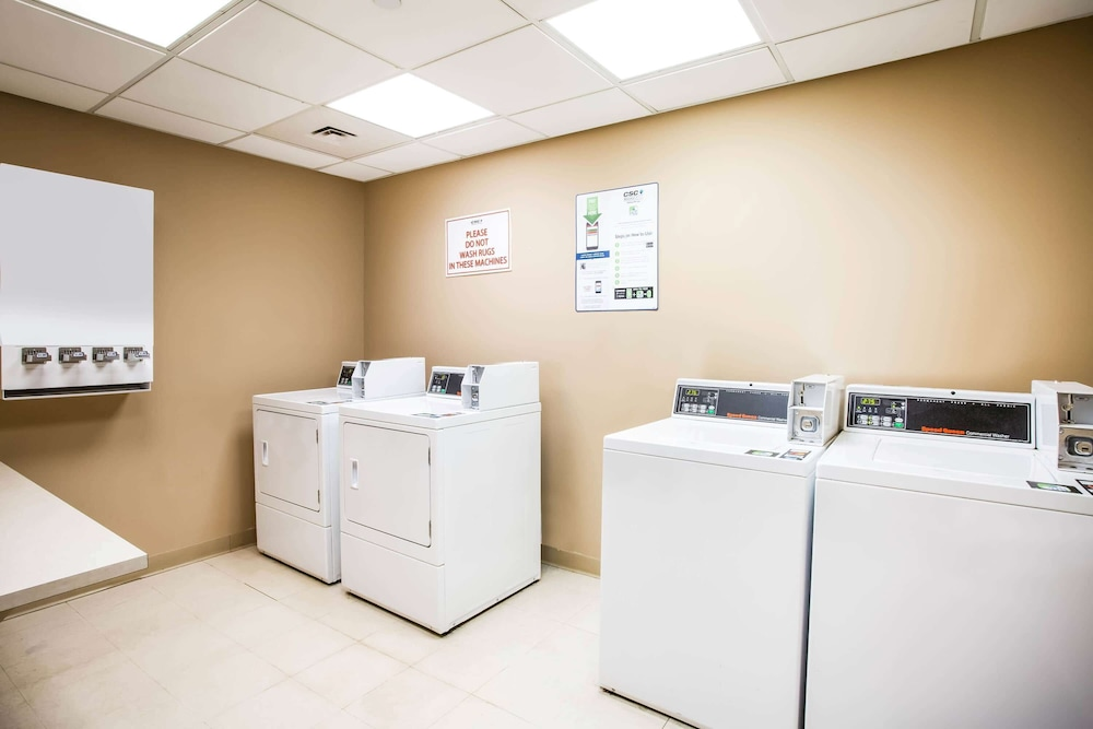 Laundry Room, La Quinta Inn & Suites by Wyndham Islip - MacArthur Airport