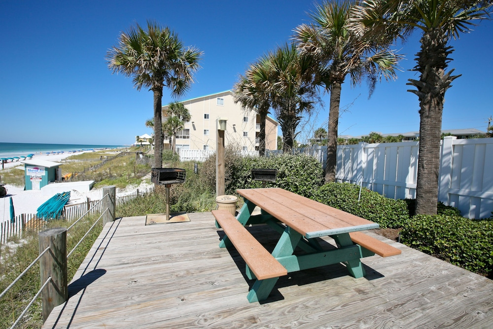 BBQ/Picnic Area, Crystal Sands Condominiums