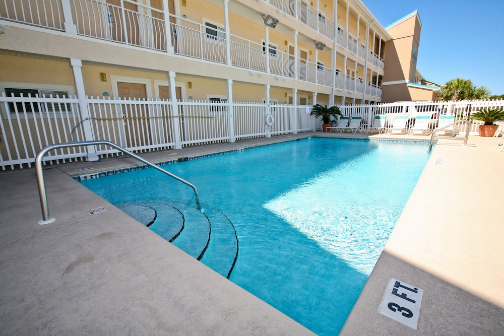 Outdoor Pool, Crystal Sands Condominiums