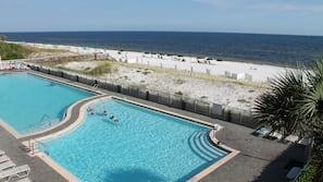 2 piscine all'aperto