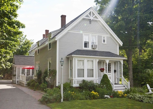 The James Place Inn Bed and Breakfast