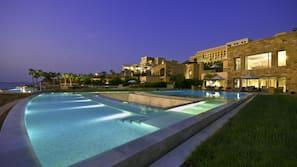 Indoor pool, 9 outdoor pools, pool umbrellas, sun loungers
