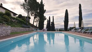 3 outdoor pools, open 9:00 AM to 7:00 PM, pool umbrellas, pool loungers