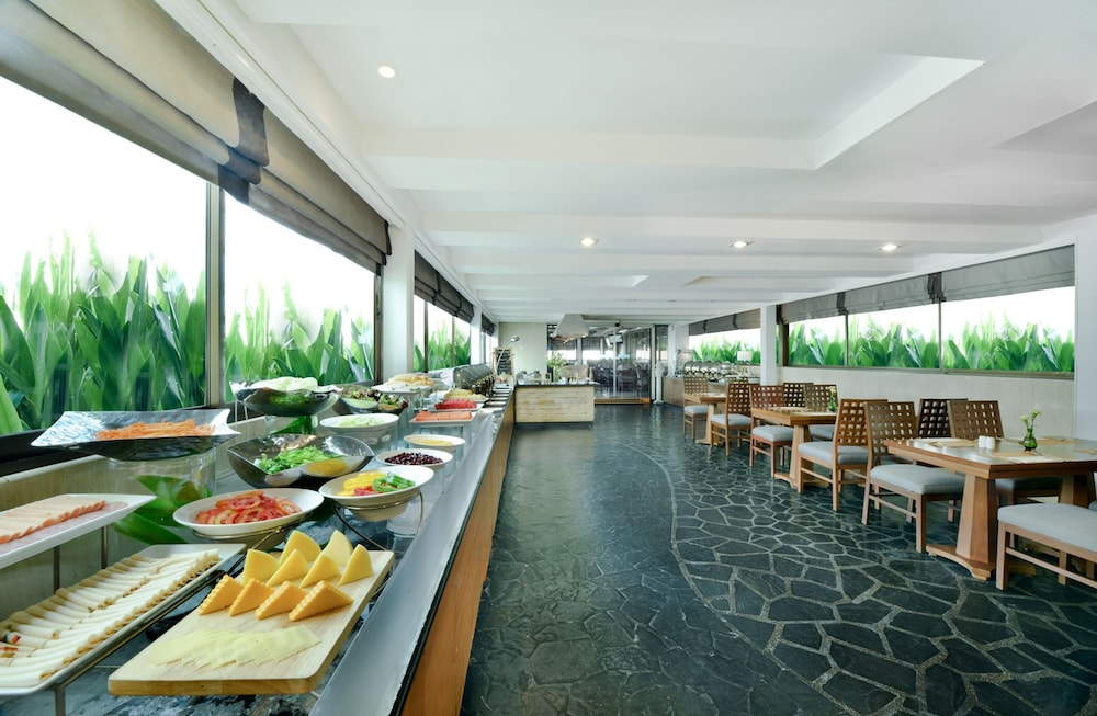 Breakfast buffet, Centre Point Pratunam