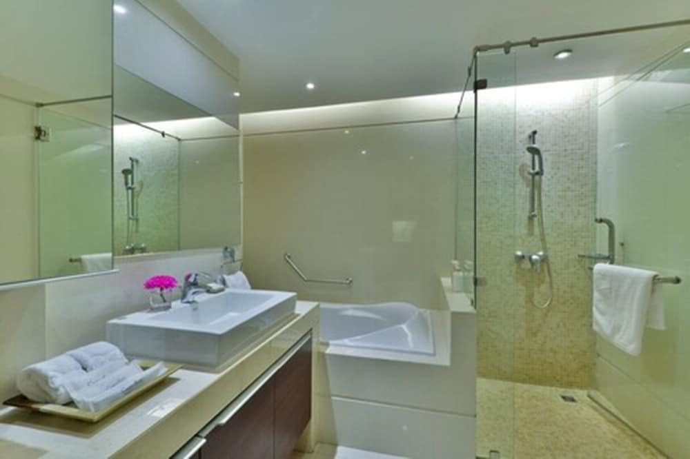 Bathroom, Centre Point Pratunam