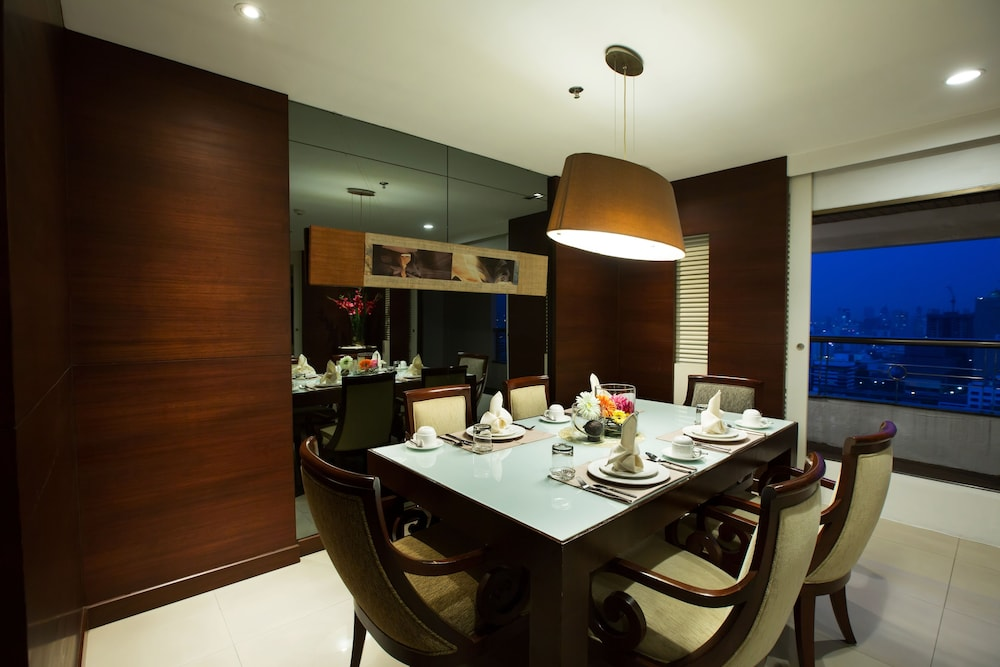 In-Room Dining, Centre Point Pratunam