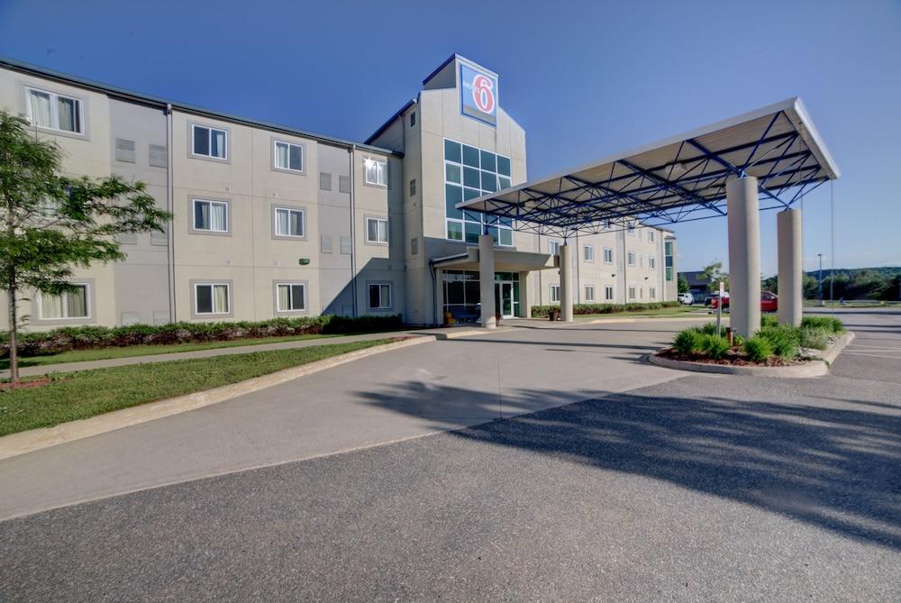 motel 6 huntsville in huntsville hotel rates reviews. Black Bedroom Furniture Sets. Home Design Ideas