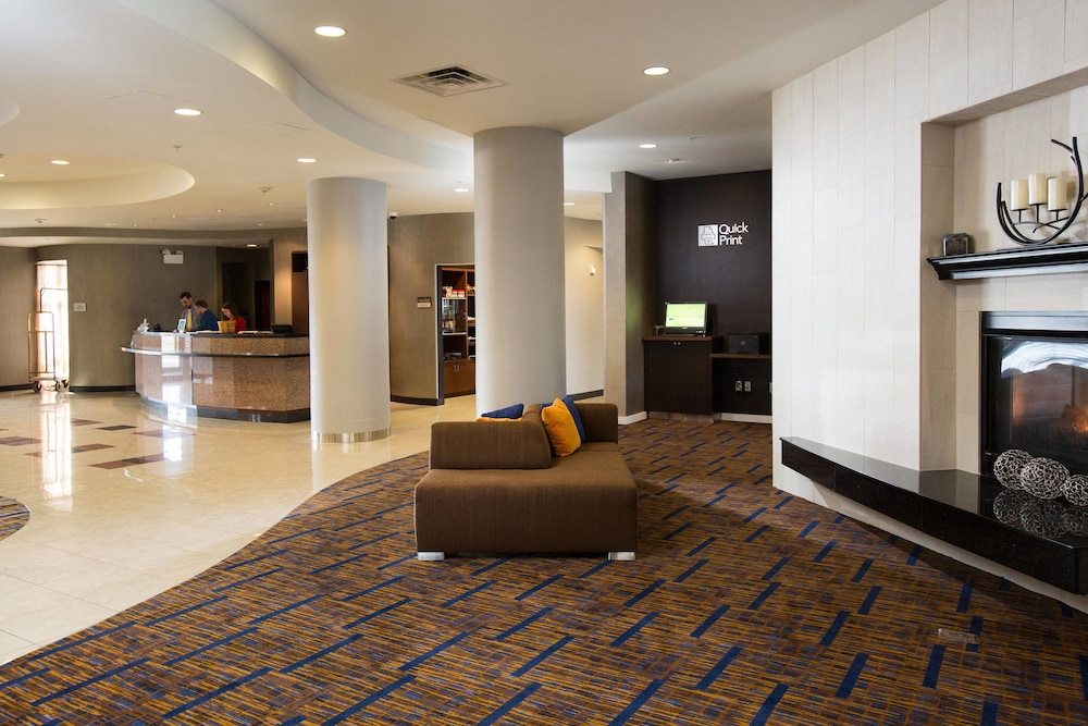 Lobby, Courtyard by Marriott Winchester