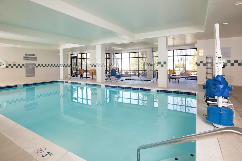 Pool, Courtyard by Marriott Winchester