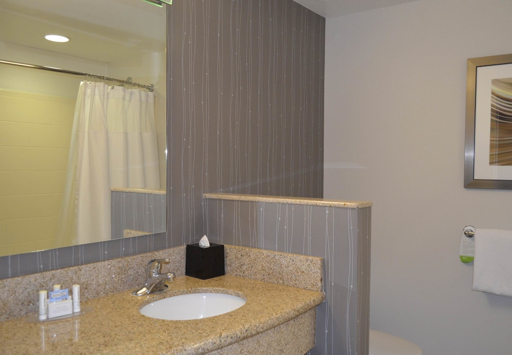 Bathroom, Courtyard by Marriott Winchester