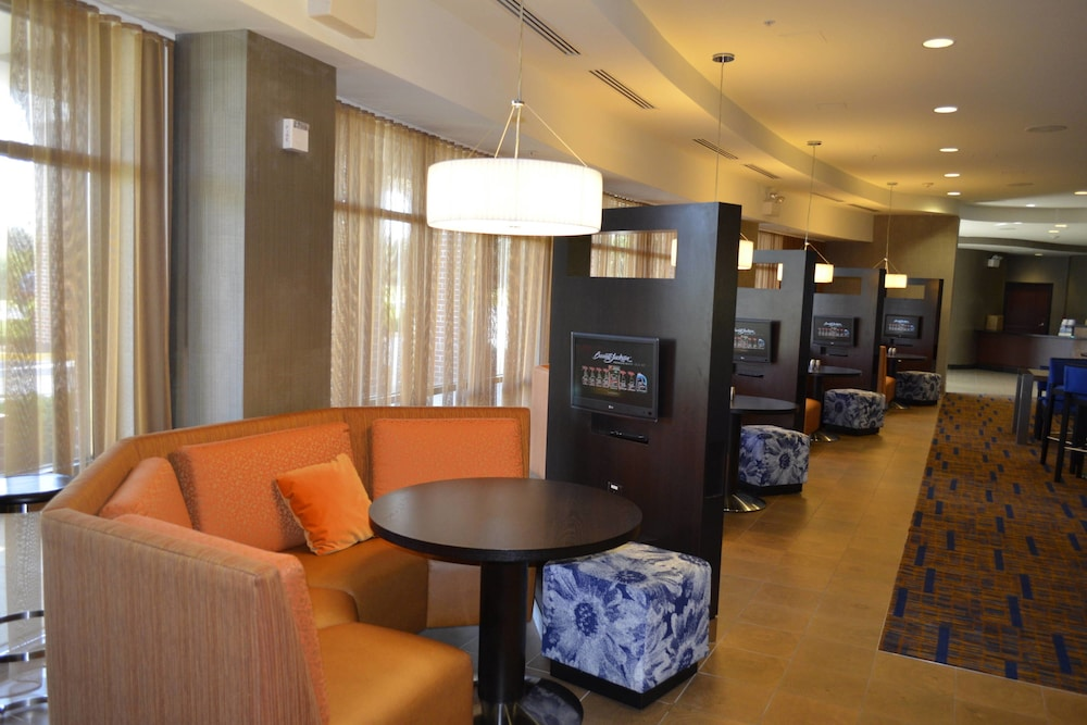 Interior, Courtyard by Marriott Winchester