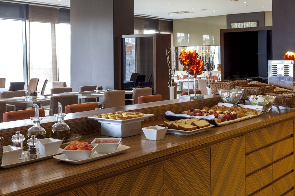 Breakfast Area, AC Hotel Porto by Marriott