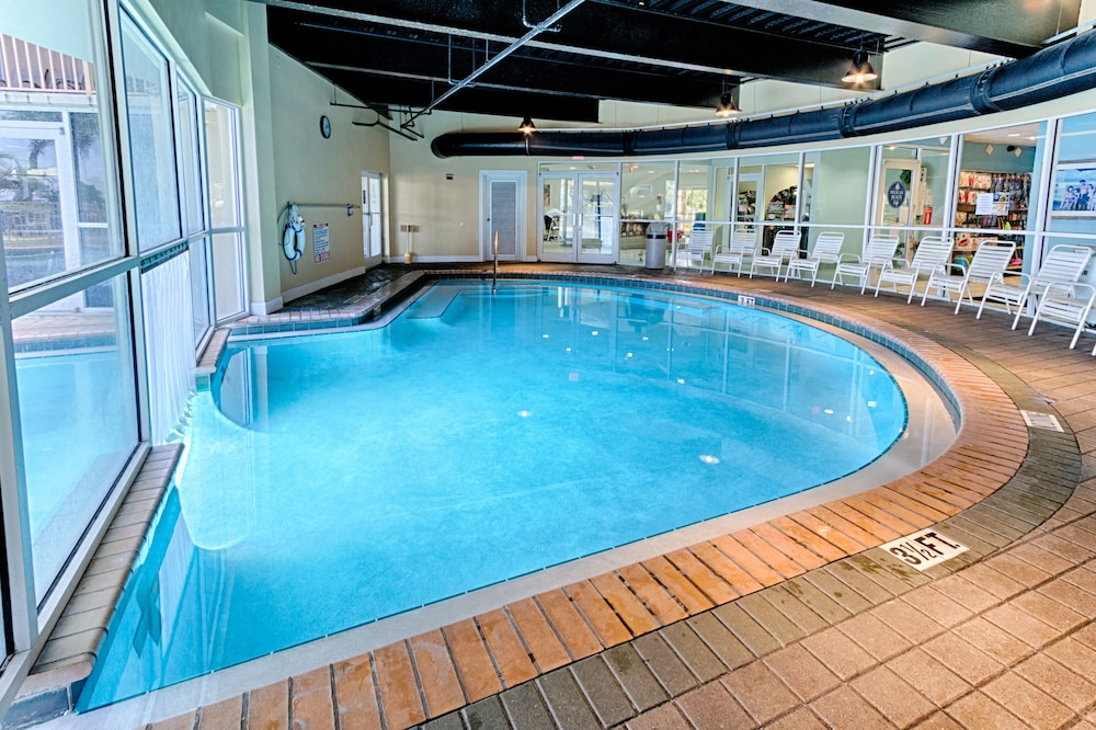 Book pelican beach resort by wyndham vacation rentals for Hotels with indoor pools in florida