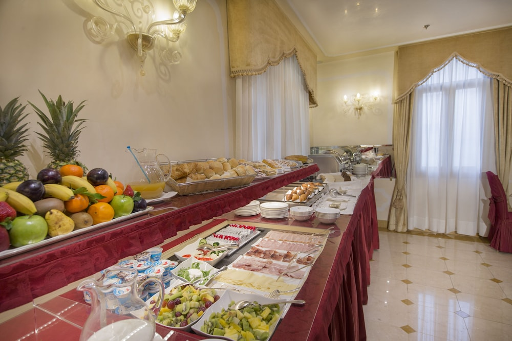 Buffet, Hotel A LA Commedia