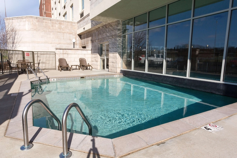 Pool, Drury Inn & Suites Cincinnati Sharonville