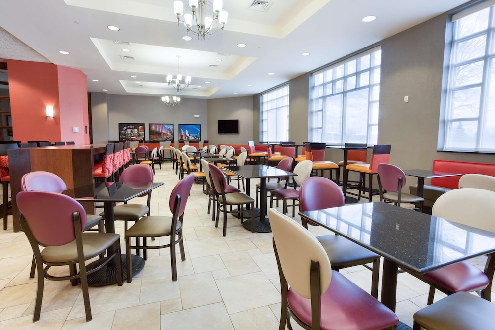 Breakfast Area, Drury Inn & Suites Cincinnati Sharonville