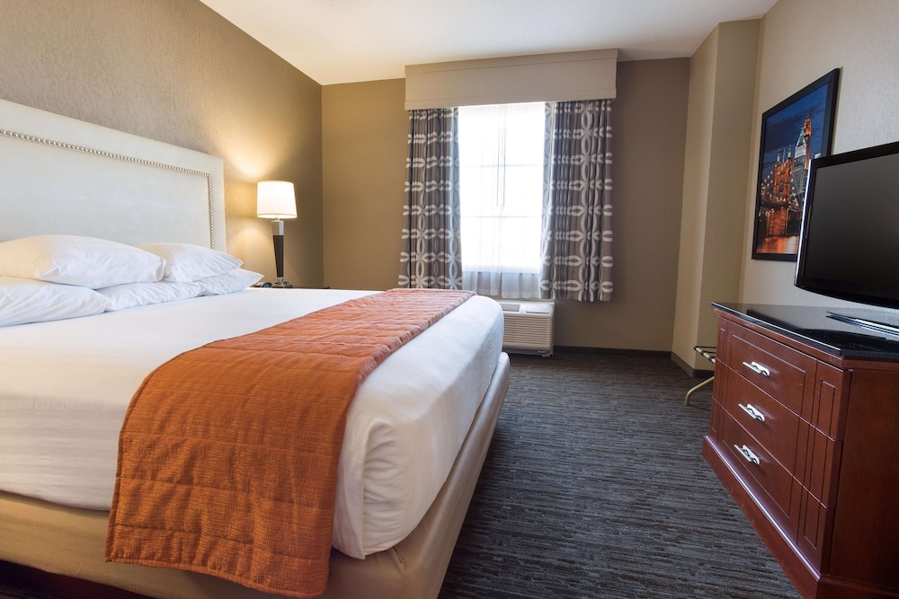 Room, Drury Inn & Suites Cincinnati Sharonville