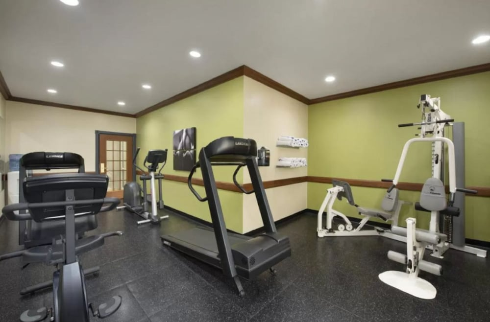 Fitness Facility, Country Inn & Suites by Radisson, Appleton North, WI