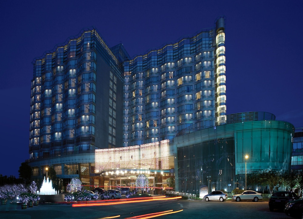 Front of Property - Evening/Night, Grand Millennium HongQiao Shanghai