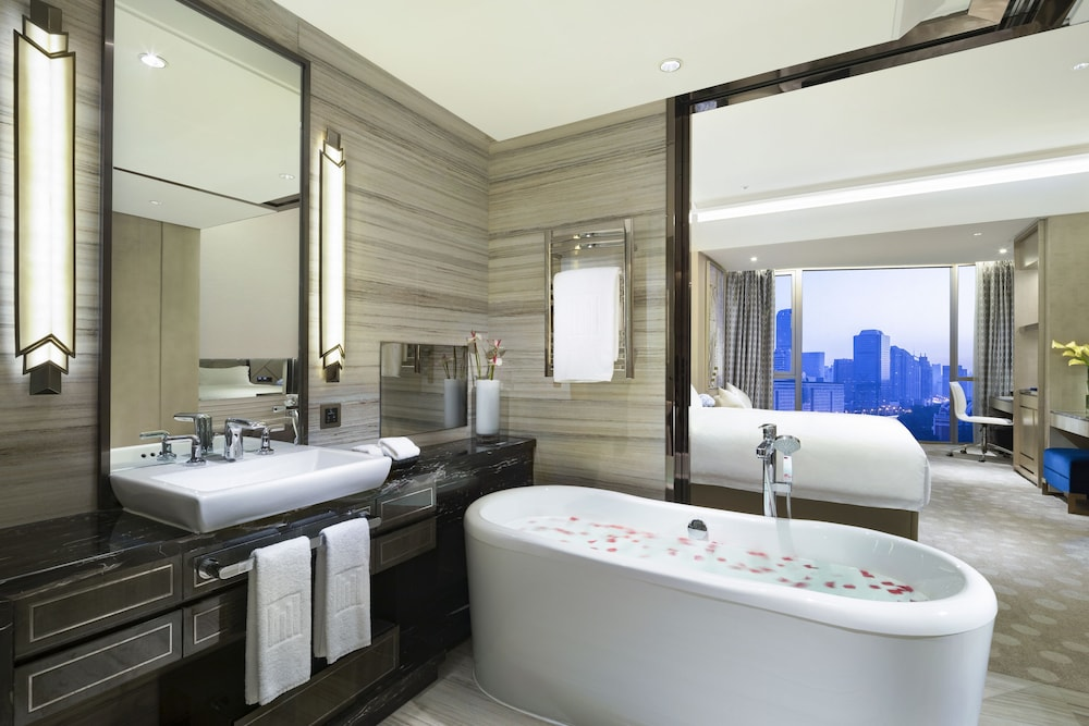 Bathroom, Grand Millennium HongQiao Shanghai