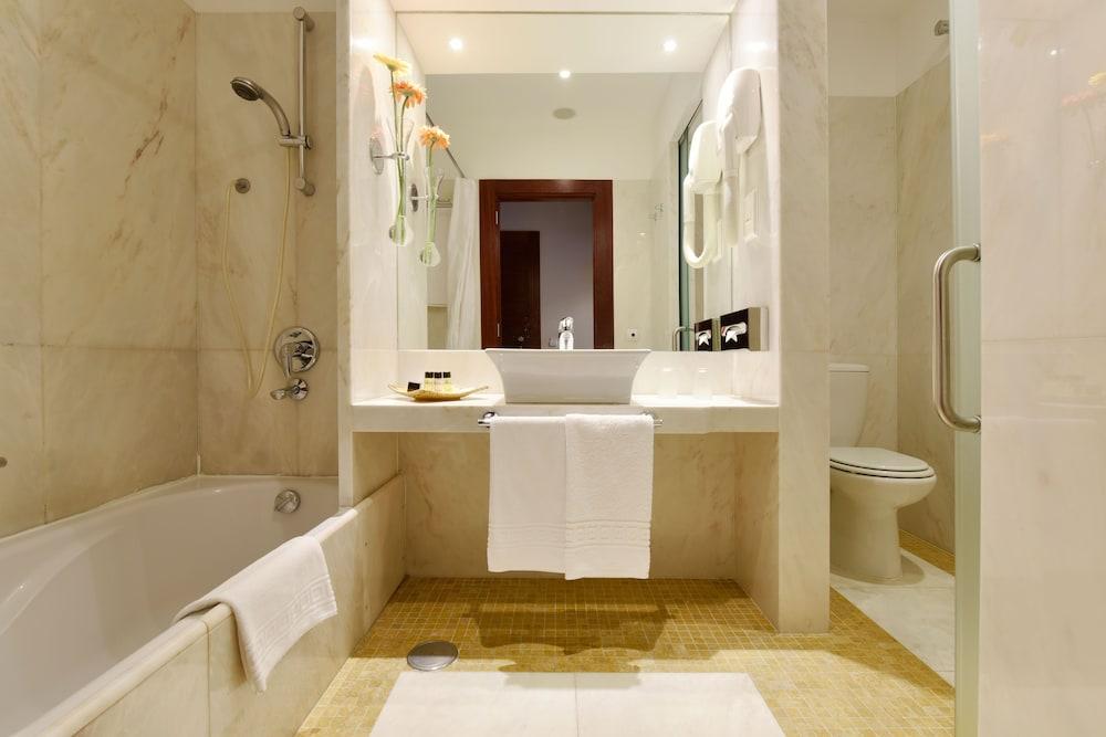 Salle de bain pousada convento de tavira - historic hotel