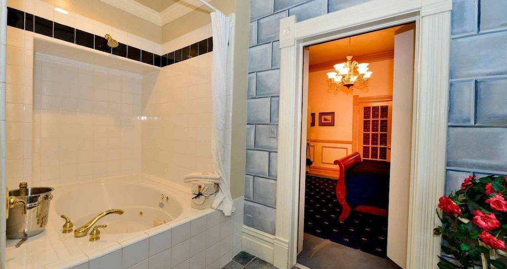 Jetted Tub, Anniversary Inn - South Temple