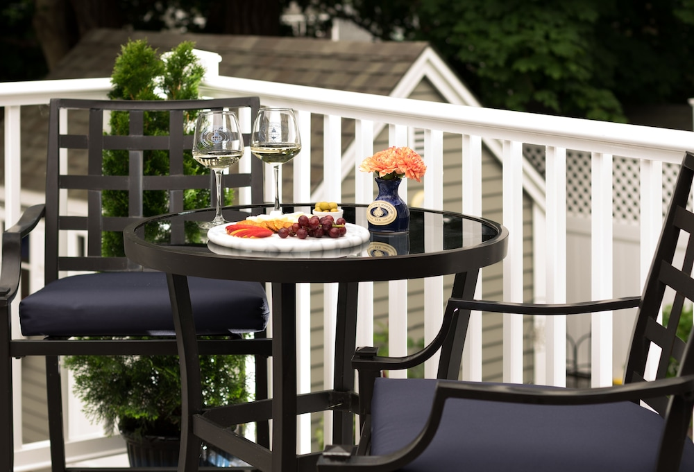 Terrace/Patio, Old Harbor Inn