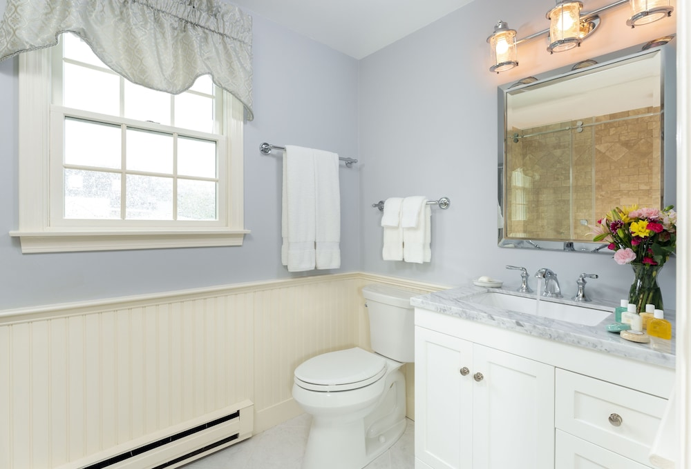 Bathroom, Old Harbor Inn