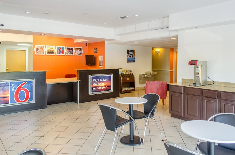 Lobby, Motel 6 Biloxi, MS - Ocean Springs