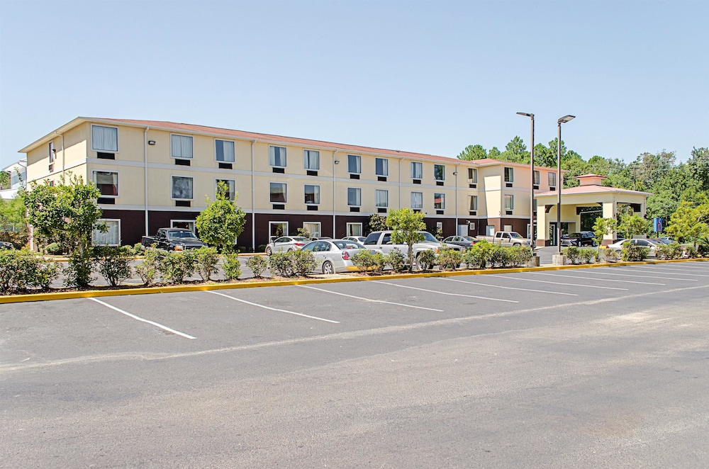 Front of Property, Motel 6 Biloxi, MS - Ocean Springs
