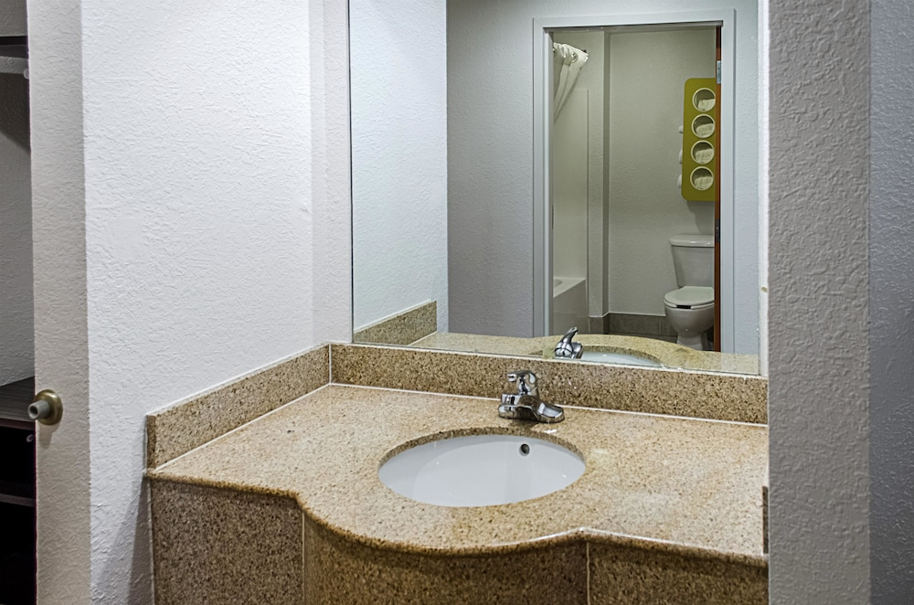 Bathroom, Motel 6 Biloxi, MS - Ocean Springs