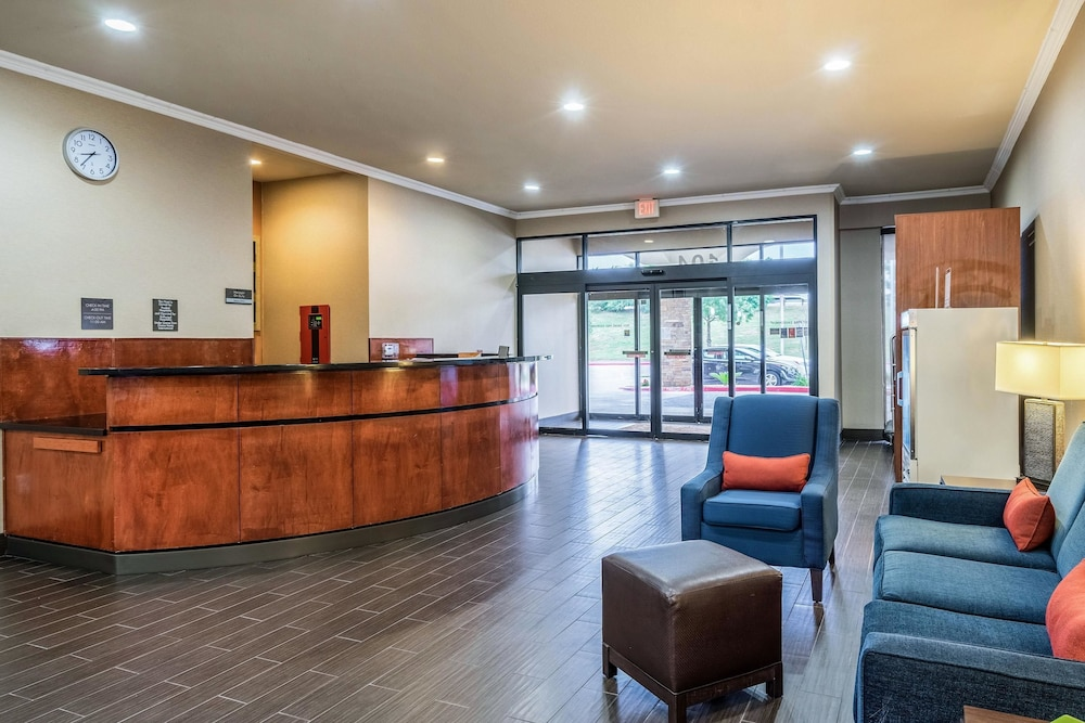 Lobby, Comfort Suites Near Texas State University