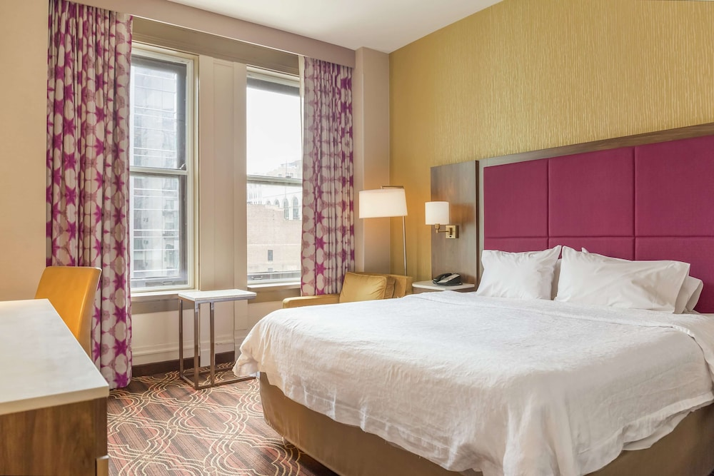 Featured Image, Hampton Inn Majestic Chicago Theatre District