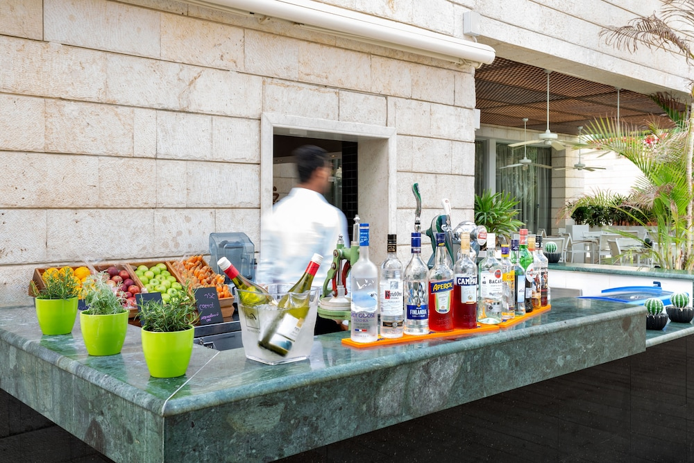 Poolside Bar, Isrotel Dead Sea