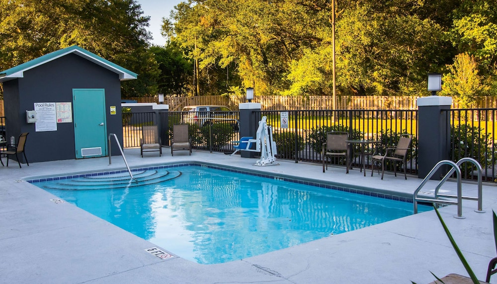 Outdoor Pool, Best Western Plus Blue Angel Inn