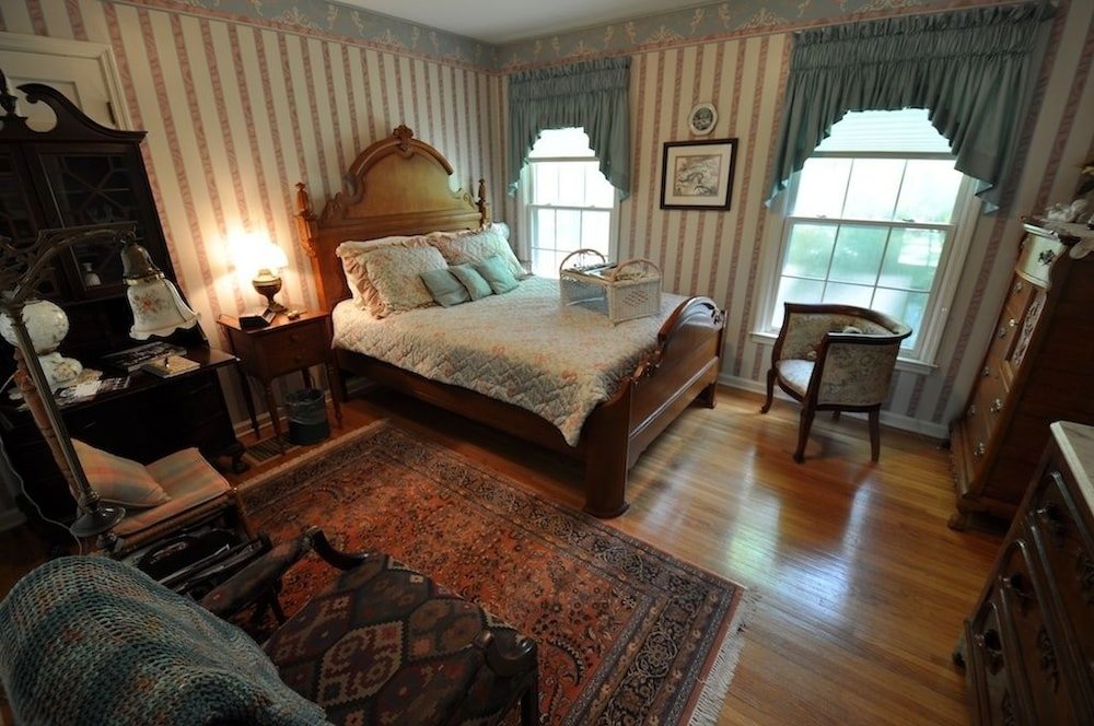 Room, East Hills B&B Inn