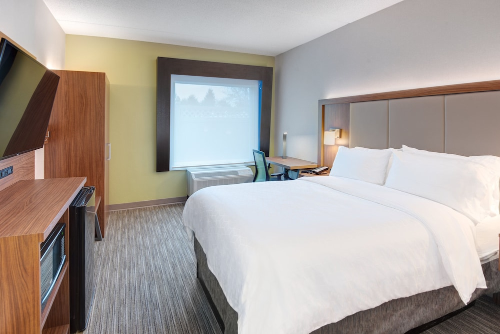 Room, Holiday Inn Express Hotel & Suites West Long Branch, an IHG Hotel