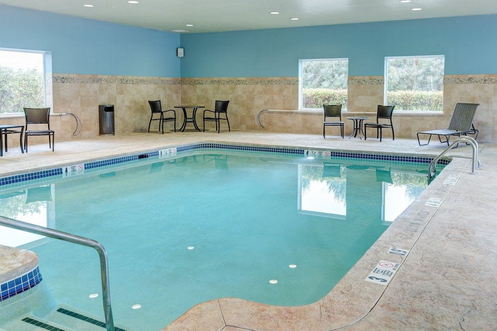Pool, Holiday Inn Express Hotel & Suites West Long Branch, an IHG Hotel